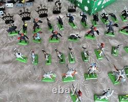 79 x Britains Deetail Knights Metal bases 1971