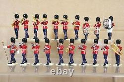 BRITAINS EYES RIGHT REFINISHED MODIFIED SCOTS GUARDS PIPES MARCHING BAND x 13 nq