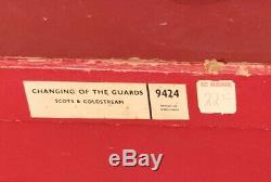 Britain's 9424 CHANGING OF THE GUARD Buckingham Palace Total 84 Pc With Box