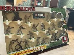 Britains Deetail British Infantry # 7346 Hand Painted Toy Soldiers