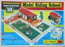 Britains Equestre Batiment Ecole Model Riding School Proche Neuf Boite réf