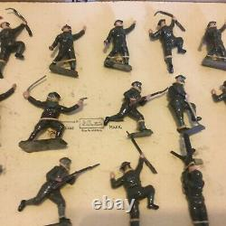 Britains Regiments of All Nations BRITISH INFANTRY WITH GAS MASKS 24 Pieces