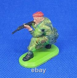 Britains Super Deetail Rare Kneeling Paratrooper from Holy Grail Set Ref 933