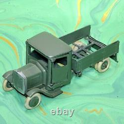 PRE WAR BRITAINS LEAD SOLDIERS Two LORRIES And Guns Rare Well Worn Models