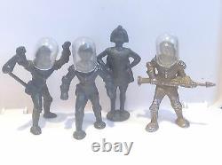 Spacemen And Intelligent Alien (ref Gr 56) By John Hill And Cherilea