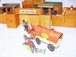 VERO GDR 132 Large Wooden FORT RED RIVER & 9 Britains WILD WEST 7th CAVALRY MIB
