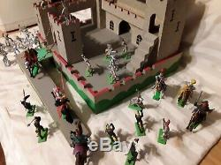 Vintage BRITAIN'S WOODEN CASTLE non swoppets with Saracens & Knights