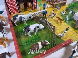 Vintage Farm Farmer Sheep Cows Pigs Fences Plastic Animals Toy Set