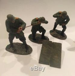 W. Britain No. 23054 WWI German 210mm Howitzer and 5 Man Crew
