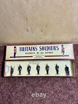 W Britains Soldiers Royal Marines Present Arms #2071 Pre-Owned